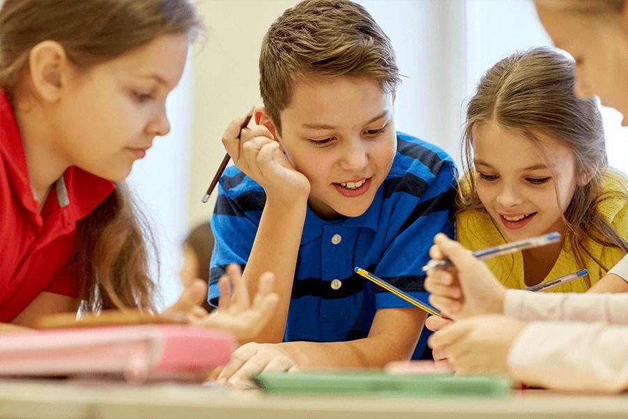kinderen schrijven opdracht