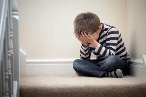 jongetje met stress
