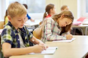 leerlingen maken toets