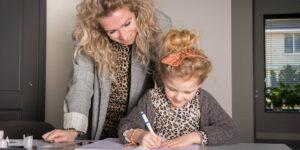 meisje en moeder redactiesommen oefenen groep 3