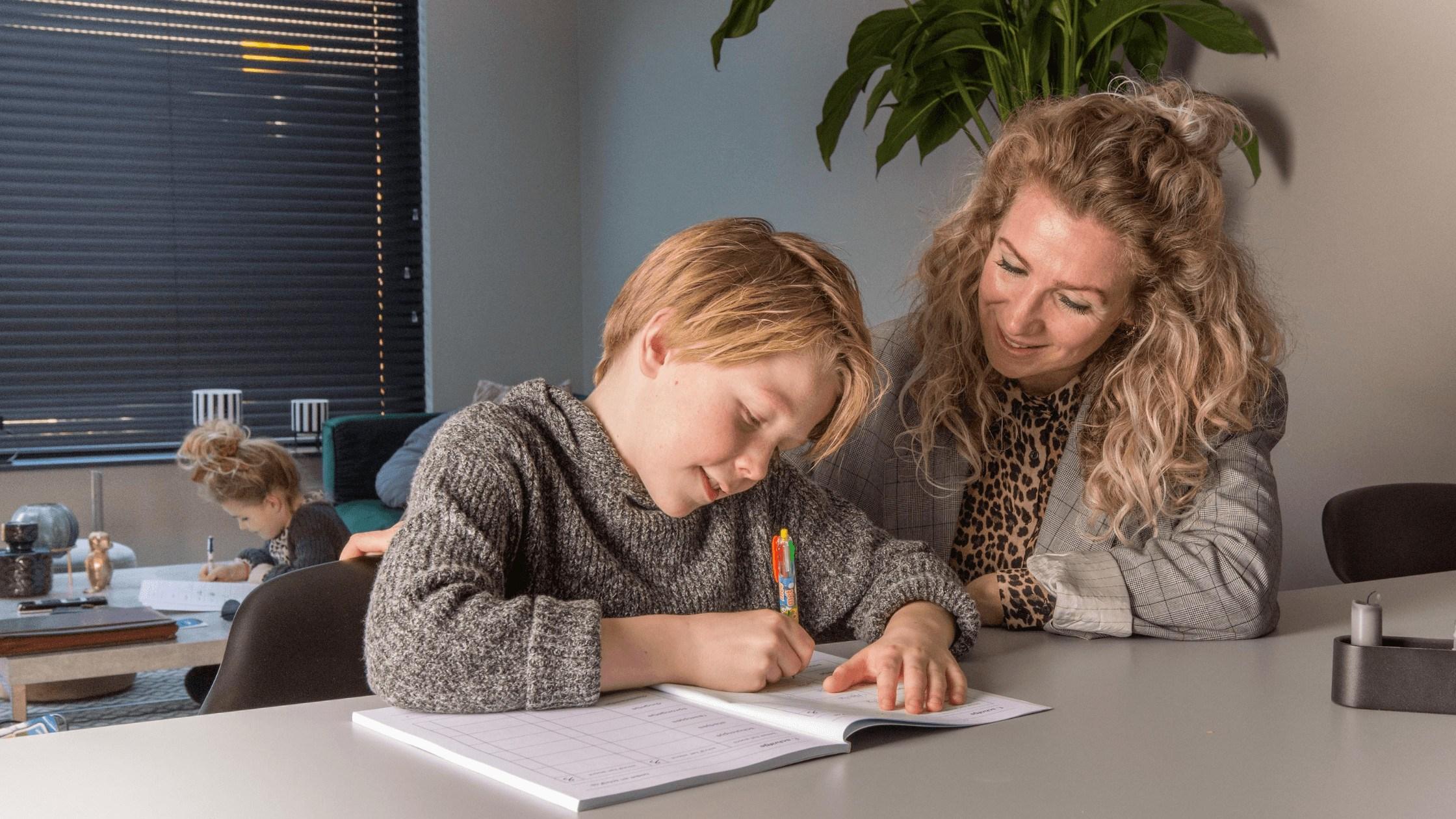 oefenboek moeder en zoon
