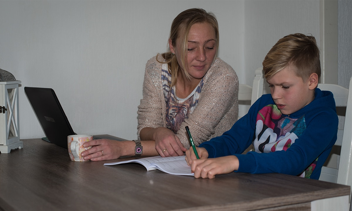 moeder en zoon serieus werkboek