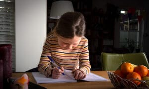 meisje schrijven werkboek
